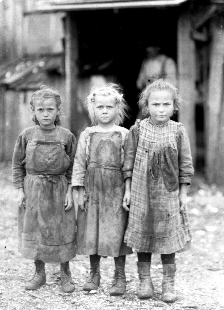 Lewis Hine - Josie, six, Bertha, six, Sophie, 10, all shuck regularly. Maggioni Canning Co. Port Royal, South Carolina, 1911